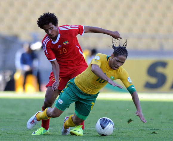 Steven Pienaar of South Africa tussels with Tekle Hintsa Addis of Thiopia  ©Pic Sydney Mahlangu/BackpagePix