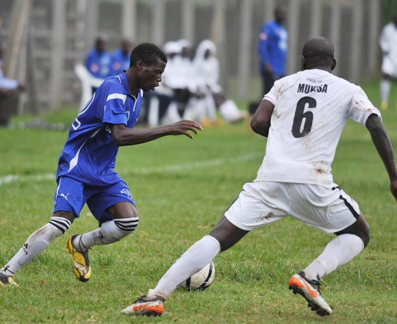 Vipers defender Yusuf Mukisa (right)