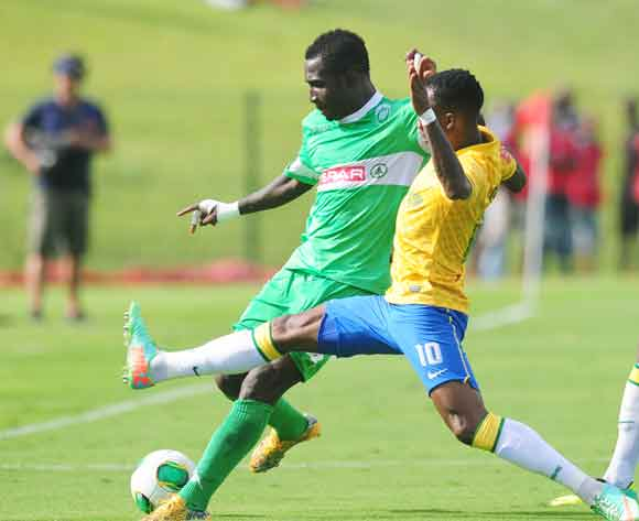 John Arwuah of AmaZulu battles Teko Modise of Mamelodi Sundowns during the Absa Premiership 2013/14 football match between AmaZulu and Mamelodi Sundowns at the Princess Magogo Stadium in Durban , Kwa-Zulu Natal on the 6th of March 2014  ©Sabelo Mngoma/Bac