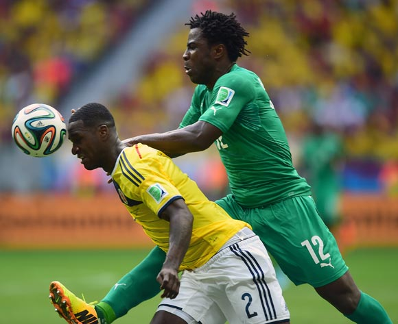 Colombia's Cristian Zapata battles for the ball with Ivory Coast's Wilfried Bony