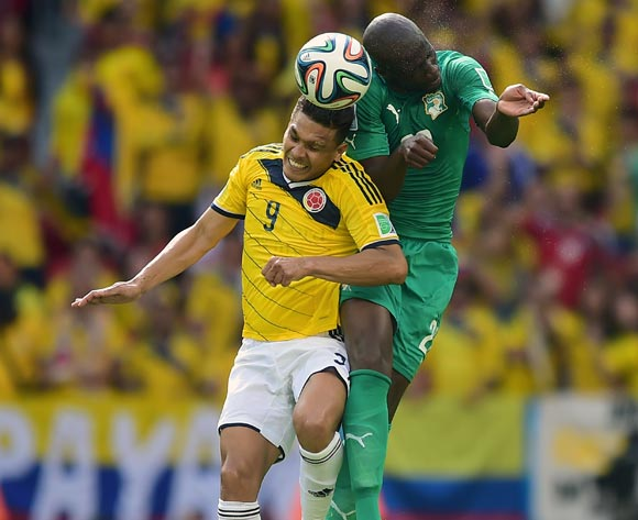 Colombia's Teofilo Gutierrez battles for the ball with Ivory Coast's Souleymane Bamba