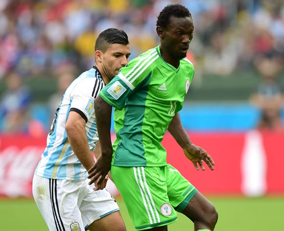 Nigeria's Juwon Oshaniwa (right) and Argentina's Sergio Aguero battle for the ball