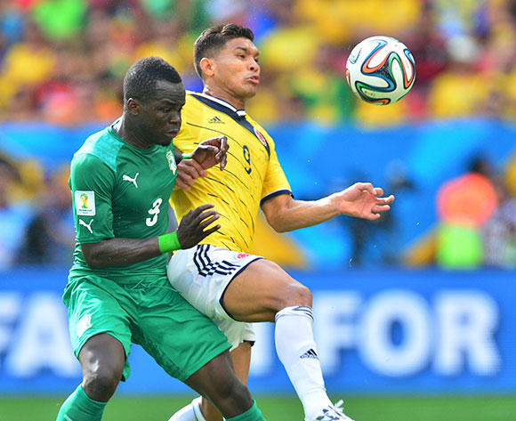 Teofilo Gutierrez of Colombia controls ball from Ismael Tiote of Ivory Coast on 19 June 2014 ©Gavin Barker/BackpagePix