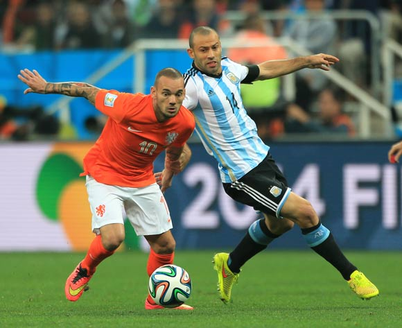 Argentina's Javier Mascherano and Netherland's Wesley Sneijder (left) battle for the ball