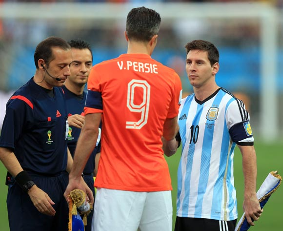 Netherlands' Robin van Persie and Argentina's Lionel Messi (right) shake hands before the FIFA World Cup Semi Final at the Arena de Sao Paulo, Sao Paulo, Brazil.