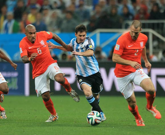 Argentina's Lionel Messi (centre) and Netherland's Nigel de Jong (left) and Netherland's Ron Vlaar battle for the ball