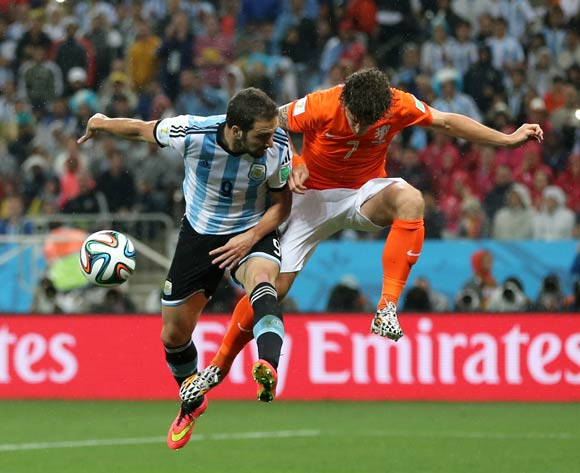 Netherland's Daryl Janmaat (right) blocks a attempted header on goal from Argentina's Gonzalo Higuain (left)