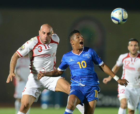Heldon Ramos of Cape Verde battles with Aymen Abdennour of Tunisia during of the 2015 Africa Cup of Nations match between Tunisia and Cape Verde at Ebibeyin Stadium, Equatorial Guinea on 18 January 2015