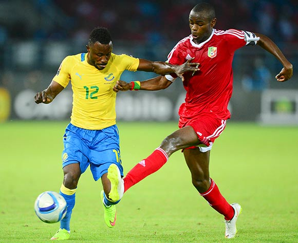 Guelor Kanga Kaku of Gabon and Prince Oniangue of Congo during the 2015 Africa Cup of Nations football match between Gabon and Congo at the Bata Stadium in Bata, Equatorial Guinea on 21 January 2015 ©Barry Aldworth/BackpagePix