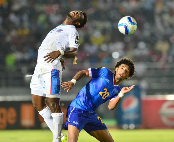 Issampa Djos of DR Congo (l) and Ryan Mendes of Cape Verde (r) challenge for the ball  during the 2015 Africa Cup of Nations football match between Cape Verde and DR Congo at the Ebibeyin Stadium, Ebibeyin, Equatorial Guinea on 22 January 2015