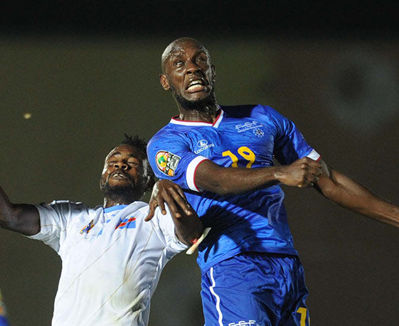 Julio Tavares of Cape Verde   battles with Issampa Djos of DR Congo  during of the 2015 Africa Cup of Nations match between Cape Verde and DR Congo at Ebibeyin Stadium, Equatorial Guinea on 22 January 2015 Pic Sydney Mahlangu/BackpagePix