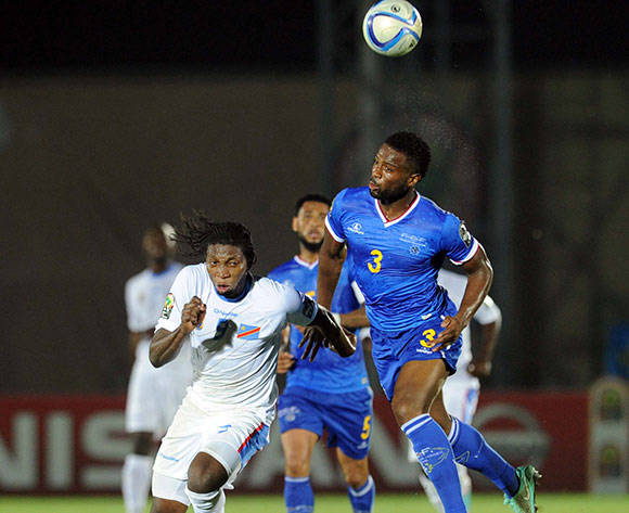 Fernando Varela of Cape Verde battles with Diedonnei Mbokani of DR Congo    during of the 2015 Africa Cup of Nations match between Cape Verde and DR Congo at Ebibeyin Stadium, Equatorial Guinea on 22 January 2015 Pic Sydney Mahlangu/BackpagePix
