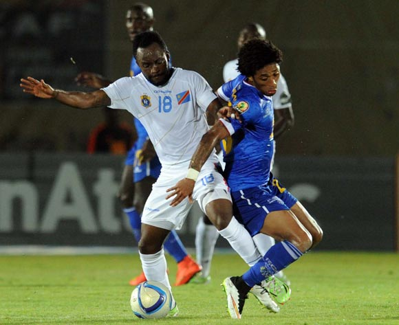 Ryan Mendes of Cape Verde battles with Cedric Mabwati of DR Congo during of the 2015 Africa Cup of Nations match between Cape Verde and DR Congo at Ebibeyin Stadium, Equatorial Guinea on 22 January 2015