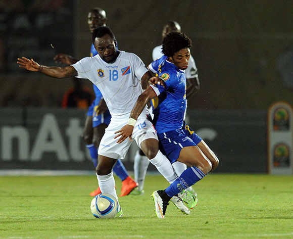 Ryan Mendes of Cape Verde battles with Cedrick Mabwati of DR Congo  during of the 2015 Africa Cup of Nations match between Cape Verde and DR Congo at Ebibeyin Stadium, Equatorial Guinea on 22 January 2015 Pic Sydney Mahlangu/BackpagePix