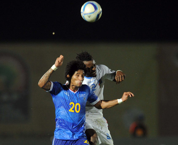 Ryan Mendes of Cape Verde battles with Issampa Djos of DR Congo during of the 2015 Africa Cup of Nations match between Cape Verde and DR Congo at Ebibeyin Stadium, Equatorial Guinea on 22 January 2015