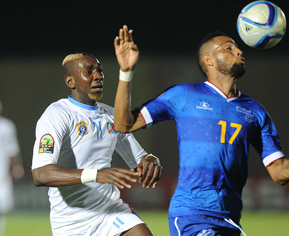 Yannick Bolasie of DR Congo battles withCarlos Calu Lima of Cape Verde  during of the 2015 Africa Cup of Nations match between Cape Verde and DR Congo at Ebibeyin Stadium, Equatorial Guinea on 22 January 2015 Pic Sydney Mahlangu/BackpagePix