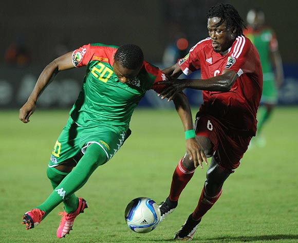Issiaka Ouedraogo of Burkina Faso battles with Dimitri Davy Bissiki of Congo during of the 2015 Africa Cup of Nations match between Congo and Burkina Faso at Ebibeyin Stadium, Equatorial Guinea on 25 January 2015 Pic Sydney Mahlangu/BackpagePix