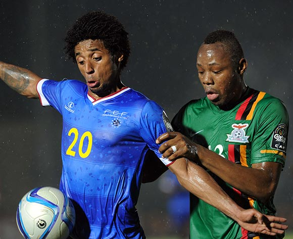 Ryan Mendes of Cape Verde battles with Stoppila Sunzu of Zambia  during of the 2015 Africa Cup of Nations match between Cape Verde and Zambia at Ebibeyin Stadium, Equatorial Guinea on 26 January 2015 Pic Sydney Mahlangu/BackpagePix