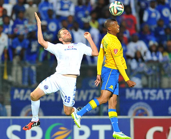Thabo Nthethe of Mamelodi Sundowns challenged by Jeremy Brockie of Supersport United during the Absa Premiership 2014/15 match between Supersport United and Mamelodi Sundownsd at the Lucas Moripe Stadium in Pretoria, South Africa on May 06, 2015 ©Samuel Shivambu/BackpagePix