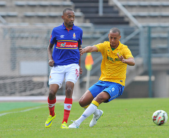 Thabo Mnyamane of University Pretoria challenged by Wayne Arendse of Mamelodi Sundowns during the Absa Premiership 2014/15 match between Mamelodi Sundowns and University of Pretoria at the Lucas Moripe Stadium in Pretoria, South Africa on May 09, 2015 ©Samuel Shivambu/BackpagePix