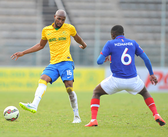 Ramahlwe Mphahlele of Mamelodi Sundowns challenged by Sifiso Nzimande