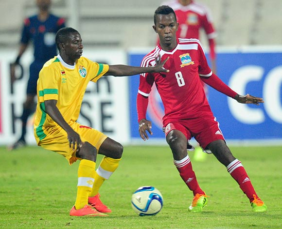 Colin Esther of Seychelles battles with Tatenda Mudehwe of Zimbabwe during the 2015 Cosafa Cup match between Seychelles and Zimbabwe at the Moruleng Stadium, Rustenburg on the 19 May 2015  ©Muzi Ntombela/BackpagePix