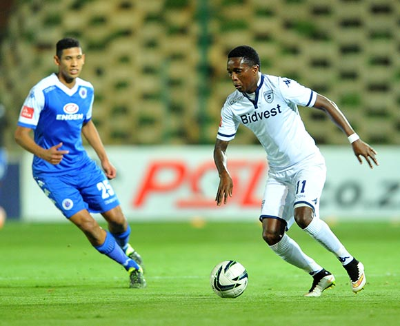 Elias Pelembe of Bidvest Wits challenged by Denwin Farmer of Supersport United during the Absa Premiership match between Bidvest Wits and Supersport United at the Bidvest Stadium in Johannesburg, South Africa on September 22, 2015 ©Samuel Shivambu/BackpagePix