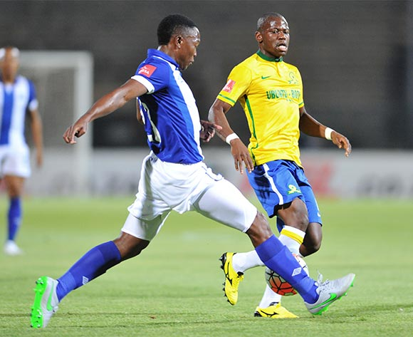Hlompho Kekana of Mamelodi Sundowns challenged by Philani Zulu of Maritzburg United during the Absa Premiership match between Mamelodi Sundowns and Maritzburg United at the Lucas Moripe Stadium in Pretoria, South Africa on October 31, 2015 ©Samuel Shivambu/BackpagePix