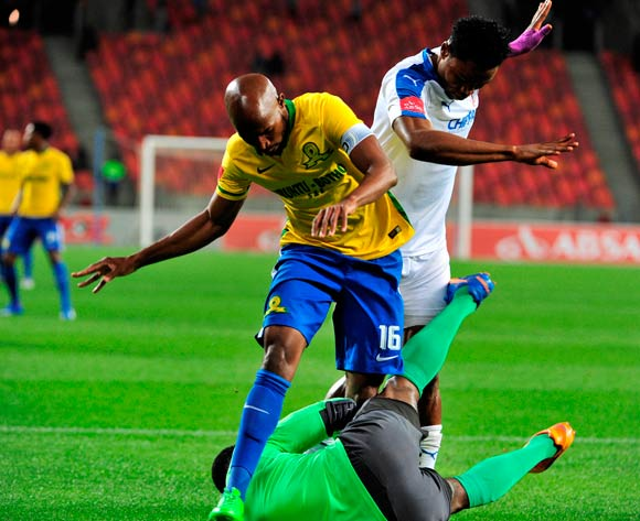Ramahlwe Mphahlele of Mamelodi Sundowns and Daniel Akpeyi of Chippa United tangle during the Absa Premiership 2015/16 game between Chippa United and Mamelodi Sundowns at Nelson Mandela Bay Stadium, Port Elizabeth on 4 November 2015 ©Deryck Foster/BackpagePix