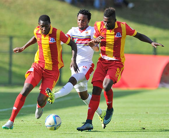 Partson Jaure of University of Pretoria challenged by Mohammed Anas Evans Rusike and of Maritzburg United during the Absa Premiership match between University of Pretoria and Maritzburg United at the Tuks Stadium in Pretoria, South Africa on November 08, 2015 ©Samuel Shivambu/BackpagePix