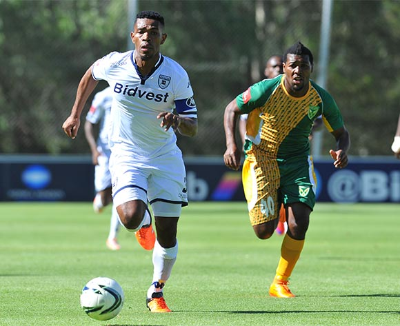 Thulani Hlatshwayo of Bidvest Wits challenged by Mabhuti Khanyeza of Golden Arrows during the Absa Premiership match between Bidvest Wits and Golden Arrows at the Bidvest Stadium in Johannesburg, South Africa on November 21, 2015 ©Samuel Shivambu/BackpagePix
