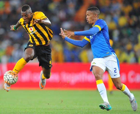 Camaldine Abraw of Kaizer Chiefs challenged by Thabo Nthethe of Mamelodi Sundowns during the Absa Premiership match between Kaizer Chiefs and Mamelodi Sundowns at the FNB Stadium in Johannesburg, South Africa on January 09, 2016 ©Samuel Shivambu/BackpagePix