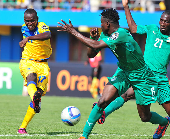Innocent Habyarimana of Rwanda challenged by Soualio Dabila Ouattara of Ivory Coast during the 2016 CHAN football match between Rwanda and Ivory Coast  at the Amahoro Stadium in Kigali, Rwanda on 16 January 2016 ©Muzi Ntombela/BackpagePix