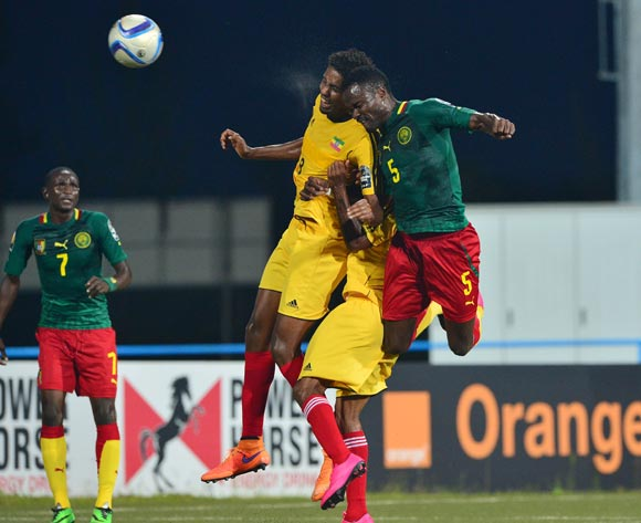 Aaron Mbimbe of Cameroon wins header against Asrat Gobena of Ethiopia during the 2016 CHAN football match between Cameroon and Ethiopia at the Huye Stadium in Butare, Rwanda on 21 January 2016 ©Gavin Barker/BackpagePix