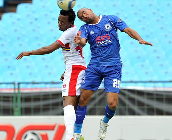 Partson Jaure of University of Pretoria challenged by Bryce Moon of Black Aces during the Absa Premiership match between University Pretoria and Black Aces at the Loftus Stadium in Pretoria, South Africa on January 24, 2016 ©Samuel Shivambu/BackpagePix