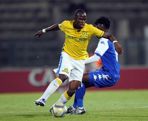 Hlompho Kekana of Mamelodi Sundowns is challenged by Thato Mokeke of Supersport United during the Absa Premiership match Supersport United and Mamelodi Sundowns on 01 March 2016 at Lucas Moripe Stadium Pic Sydney Mahlangu/ BackpagePix
