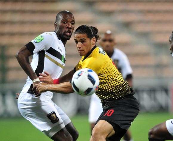 Suhayl Allie of Santos turns away from Mashale Rantabane of Mthatha Bucks during the 2016 Netbank Cup last 32 game between Santos and Mthatha Bucks at Athlone Stadium, Cape Town on 2 March 2016 ©Ryan Wilkisky/BackpagePix