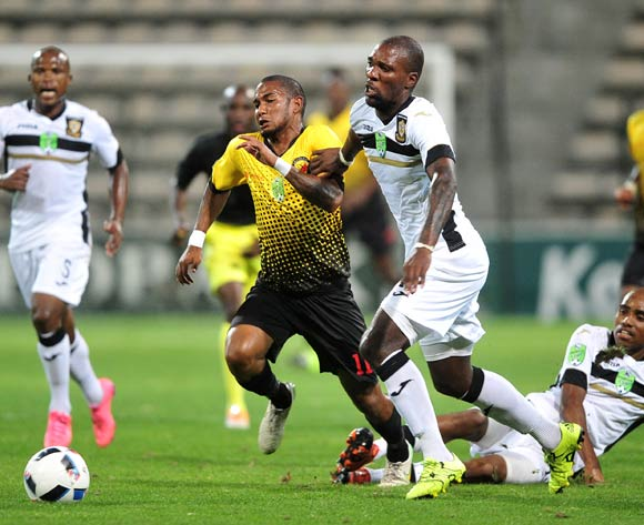 Shaun Sopio of Santos is challenged by Mashale Rantabane of Mthatha Bucks during the 2016 Netbank Cup last 32 game between Santos and Mthatha Bucks at Athlone Stadium, Cape Town on 2 March 2016 ©Ryan Wilkisky/BackpagePix
