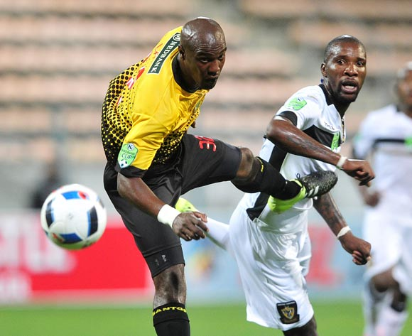 Carl Lark of Santos and Mashale Rantabane of Mthatha Bucks compete in an aerial battle during the 2016 Netbank Cup last 32 game between Santos and Mthatha Bucks at Athlone Stadium, Cape Town on 2 March 2016 ©Ryan Wilkisky/BackpagePix