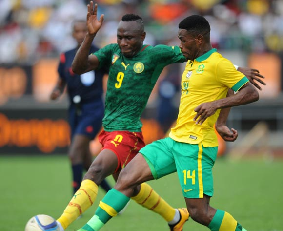 Thulani Hlatshwayo of South Africa challenges Jacques Zoua of Cameroon during the AFCON Qualifier match  between Cameroon and South Africa on 26 March 2016 at Limbe Omni Sport Stadium  Pic Sydney Mahlangu/ BackpagePix