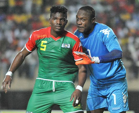 Diakite Daouda, Burkina Faso goalkeeper instructs his teammate Patrick Malo during the 2017 Africa Cup of Nations Qualifier match against Uganda Cranes on 29 March 2016 at Mandela Stadium, Namboole. ©Ismail Kezaala/BackpagePix