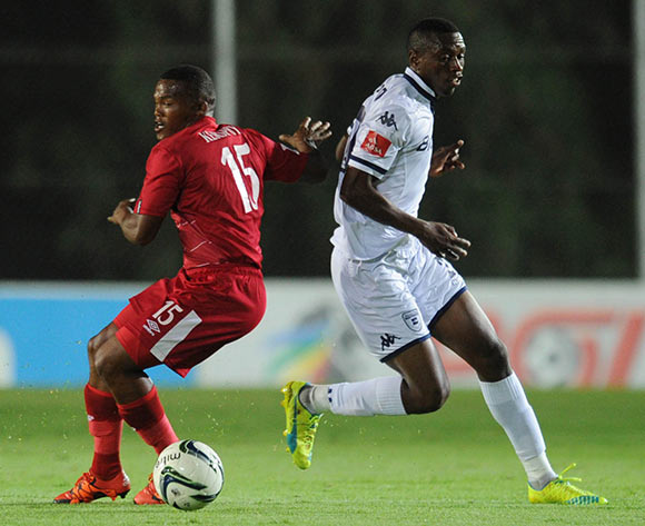 Siyabonga Nhlapo of Bidvest Wits is challenged by Angelo Kerspuy of Free State Stars during the Absa Premiership match between Bidvest Wits and Free State Stars on 16 April 2016 at Bidvest Stadium Pic Sydney Mahlangu/ BackpagePix
