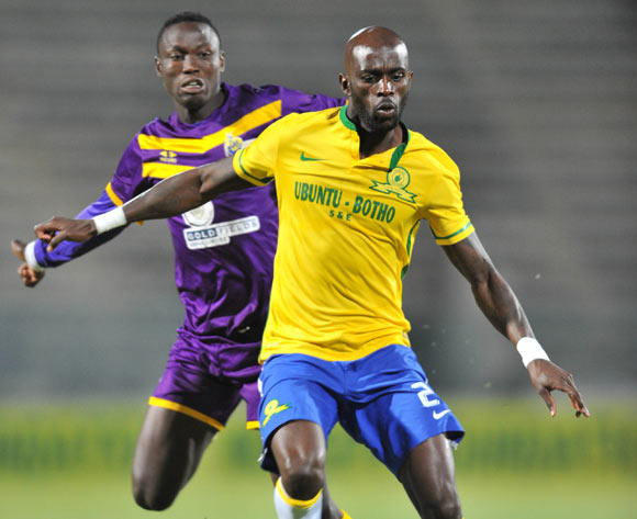 Anthony Laffor of Mamelodi Sundowns challenged by Daniel Amoah of Medeama during the CAF Confederation Cup match between Mamelodi Sundowns and Medeama at the Lucas Moripe Stadium in Pretoria, South Africa on May 07, 2016 ©Samuel Shivambu/BackpagePix