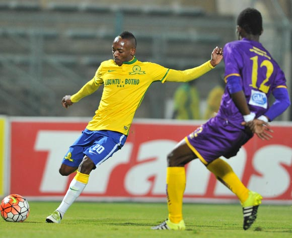 Khama Billiat of Mamelodi Sundowns challenged by Moses Sarpong of Medeama during the CAF Confederation Cup match between Mamelodi Sundowns and Medeama at the Lucas Moripe Stadium in Pretoria, South Africa on May 07, 2016 ©Samuel Shivambu/BackpagePix