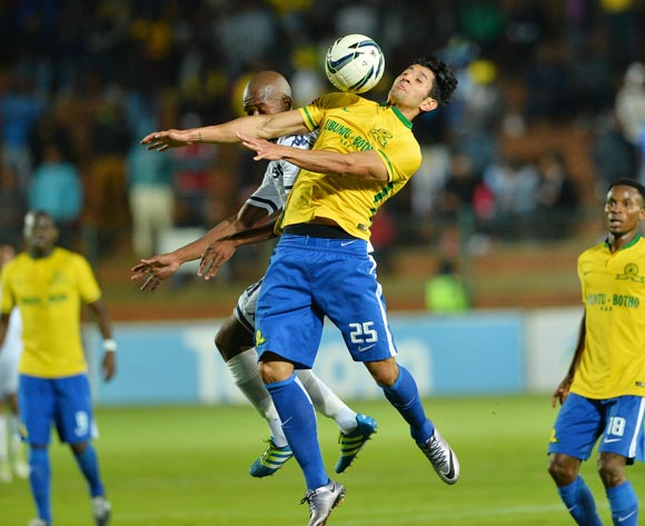 Leonardo Castro of Sundowns (r) controls ball from Phumlani Ntshangase of Bidvest Wits during the 2015/16 Absa Premiership football match between Bidvest Wits and Mamelodi Sundowns at Bidvest Stadium, Johannesburg on 11 May 2016 ©Gavin Barker/BackpagePix