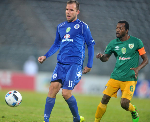 Jeremy Brockie of Supersport United challenged by Olaleng Shaku of Baroka FC during the 2016 Nedbank Cup Semi-final football match between Supersport United and Baroka FC at the Lucas Moripe Stadium in Pretoria, South Africa on May 14, 2016 ©Samuel Shivambu/BackpagePix