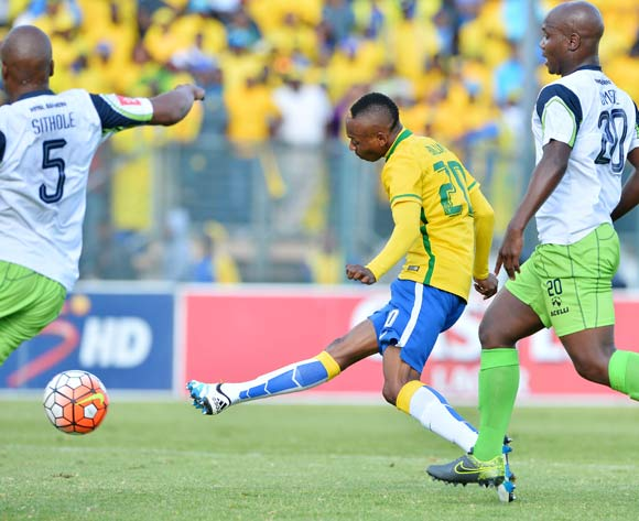 Khama Billiat of Mamelodi Sundowns scores despite challenge from Gift Sithole (l) and Sboniso Gumede of Platinum Stars during the 2015/16 Absa Premiership football match between Mamelodi Sundowns and Platinum Stars at Lucas Moripe Stadium, Pretoria on 21 May 2016 ©Gavin Barker/BackpagePix