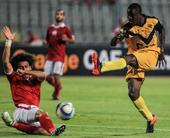 epa05396899 Al Ahly's player Hussin Al Sayes (L) in action against Asec Mimosas player Amadou Wonkoye (R) during the African Champions League (CAF) group stage match between Al Ahly and Asec Mimosas at Borg Al Arab stadium in Alexandria, Egypt, 28 June 2016.  EPA/MOHAMED HOSSAM