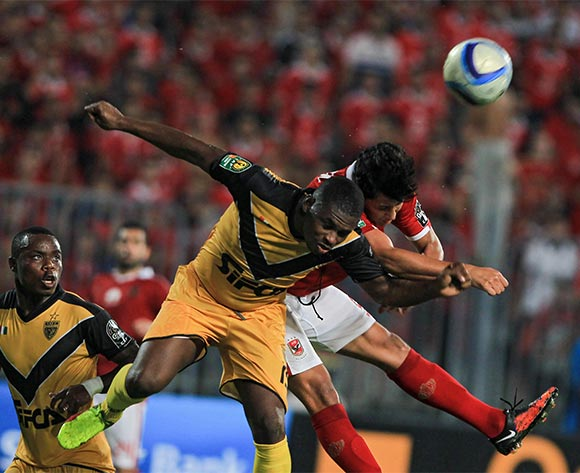 epa05396957 Al Ahly's player Amr Gamal (R) in action against an Asec Mimosas player during the African Champions League (CAF) group stage match between Al Ahly and Asec Mimosas at Borg Al Arab stadium in Alexandria, Egypt, 28 June 2016.  EPA/MOHAMED HOSSAM