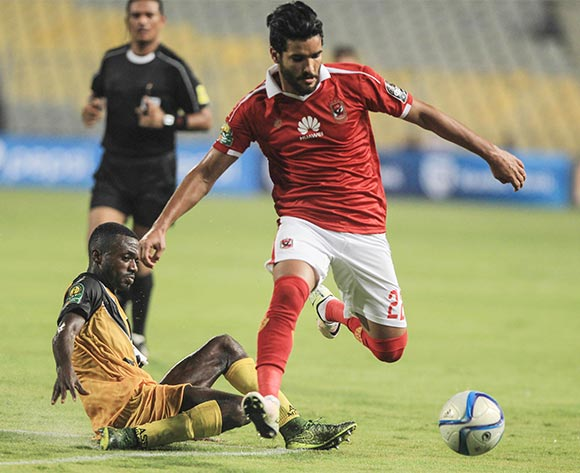 epa05397044 Al Ahly's player Saleh Gomma (R) in action against Asec Mimosas player (L) during the CAF Champions League quarter final, between Al Ahly and Asec Mimosas at Borg Al Arab stadium in Alexandria, Egypt, 28 June 2016.  EPA/MOHAMED HOSSAM